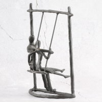 "Deko Design Skulptur Figur ""Schaukel"" 23cm brüniert"